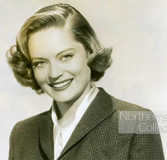 Alexis Smith interpreta a Winifred en Here Comes the Groom. Está enamorada de su primo Wilbur.